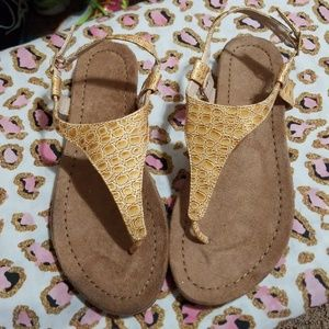 Shoes - 😉Croc textured thong sandals 7😉